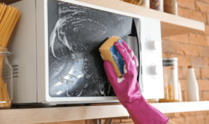 How to clean microwave oven